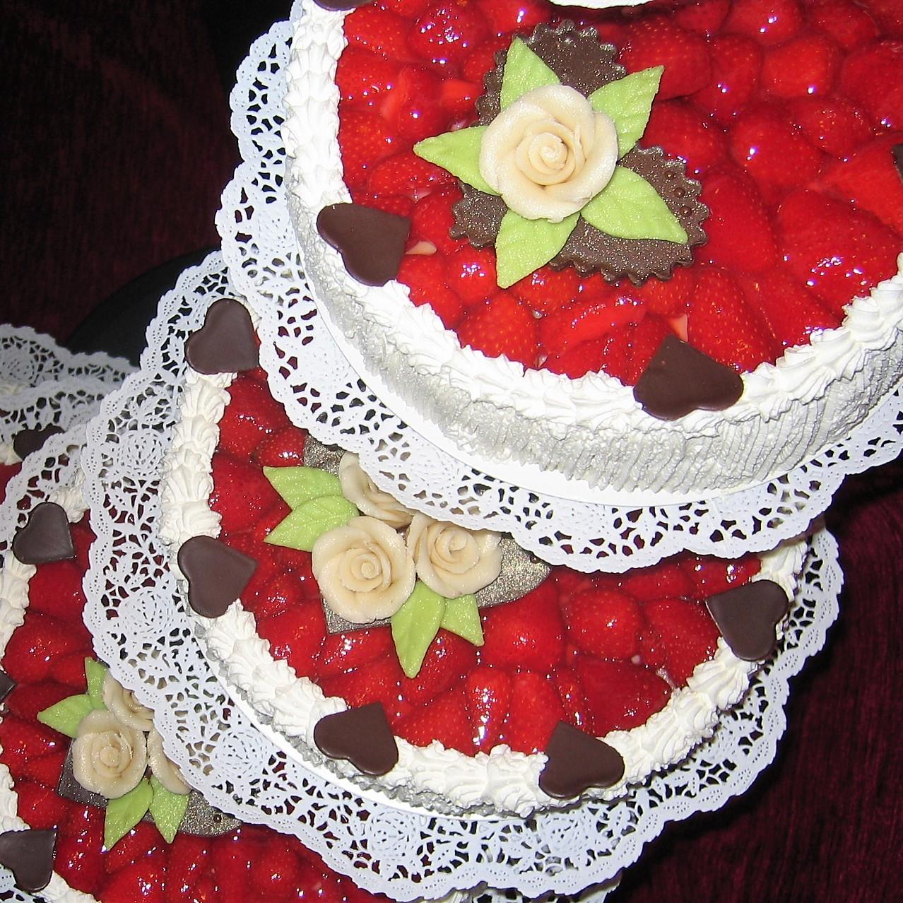 Erdbeer Hochzeitstorte Backerei Confiserie Koch Ag